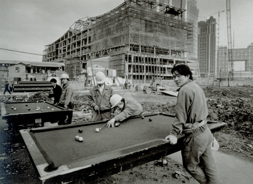 Workers play pool at a construction site near the Jin Mao Tower, Shanghai, 1997. Courtesy of Wu Jianping