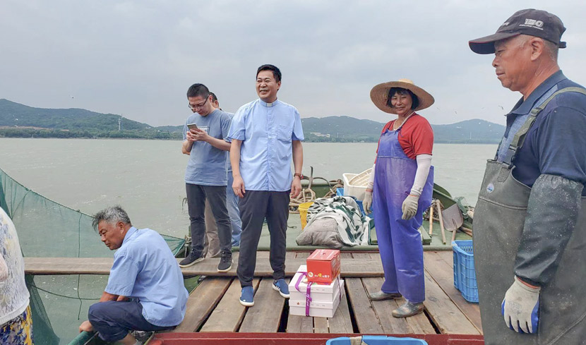Priest Guo Mandong (third from right) and Wang Aiying (second from right) near Lake Tai in Wuxi, Jiangsu province, Sept. 11, 2020. Courtesy of Zhu Yiwen