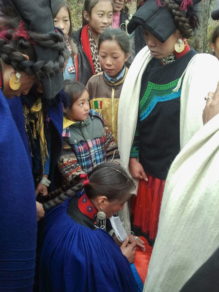 A wedding ceremony held in Liangshan Yi Autonomous Prefecture, Sichuan province, 2013. Courtesy of the author