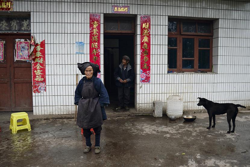 Dezliangz's parents in Qinglong County, Guizhou province, Oct. 28, 2020. Stephen Che/Guyu
