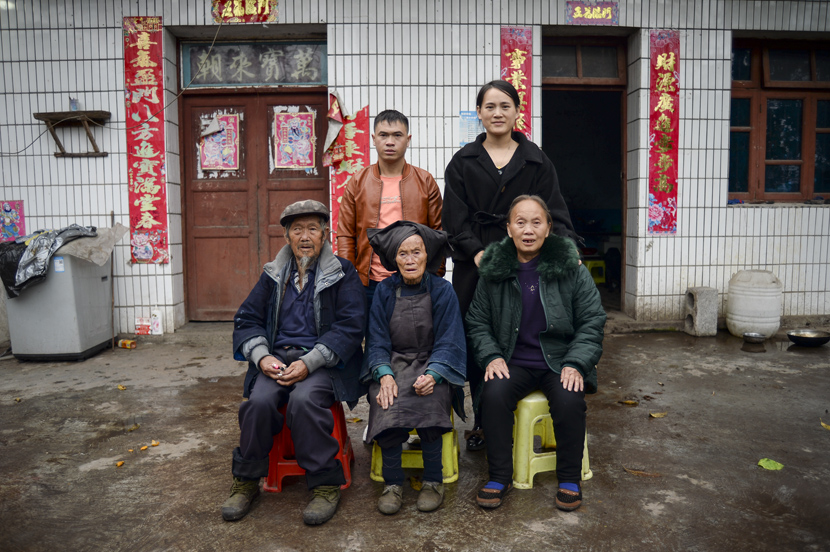 Dezliangz and her parents (first row), Dezzuany (second row), and Li Xinmei pose for a family photo in Qinglong County, Guizhou province, Oct. 28, 2020. Stephen Che/Guyu