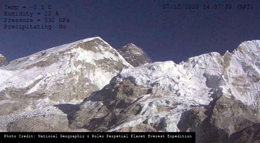 One of the last photos of Mount Everest standing 8,848 meters tall. Nepal and China jointly announced new (re-measured) height Tuesday. From @EverestToday on Weibo