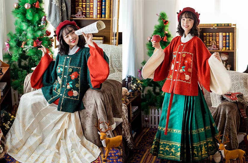 Promotional photos for Christmas-themed 'hanfu.' From @汉服同袍圈古装华服资讯 on Weibo