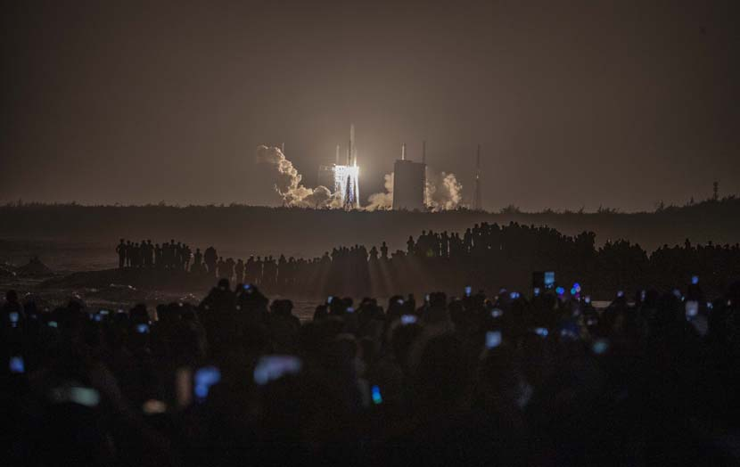 A rocket carrying the Chang'E 5 blasts off at the Wenchang Space Launch Center in Hainan province, Nov 24, 2020. People Visual