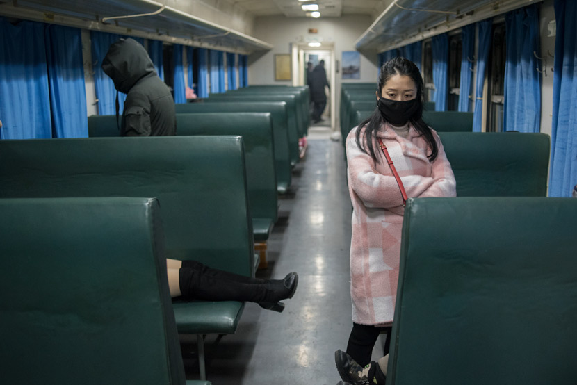 Tourists ride the train from Chengdu to Shanghai, Jan. 23, 2020. Chinese health experts confirmed COVID-19 was capable of human-to-human transmission the same day. Qian Haifeng/People Visual