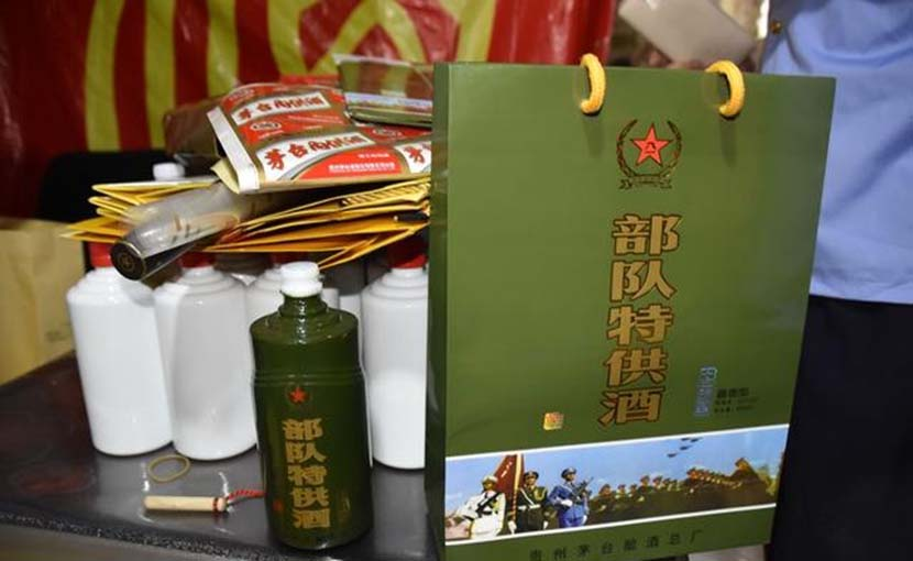 A fake luxury liquor product is displayed after a police raid in Guiyang, Guizhou province, 2017. From @贵州都市报 on Weibo