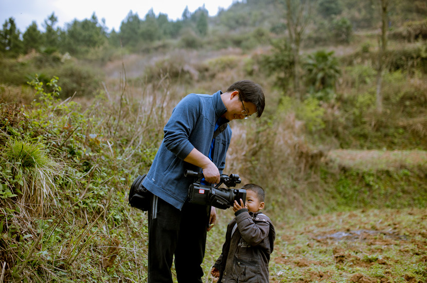 Documentary maker Jiang Nengjie messes around with a left-behind child featured in one of his projects, in 2017. Courtesy of Jiang Nengjie