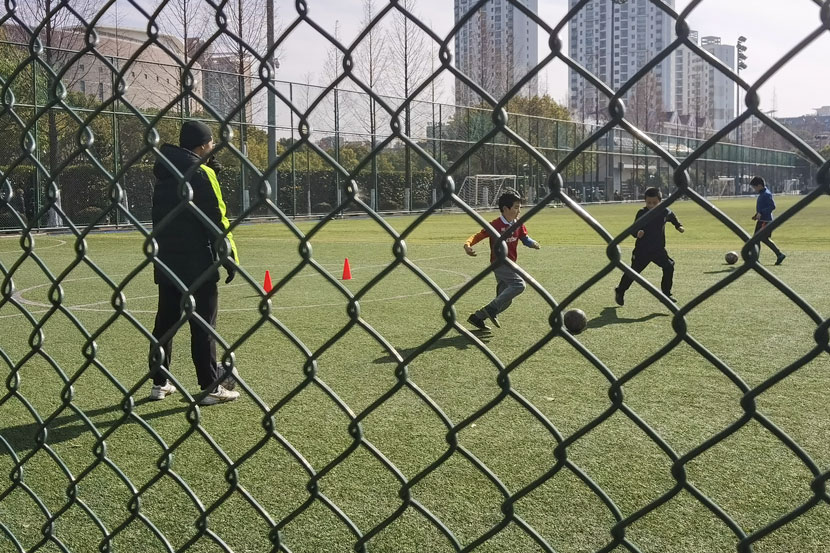 Children take part in a soccer training session at a sports club in Shanghai, Jan. 9, 2021. Ni Dandan/Sixth Tone