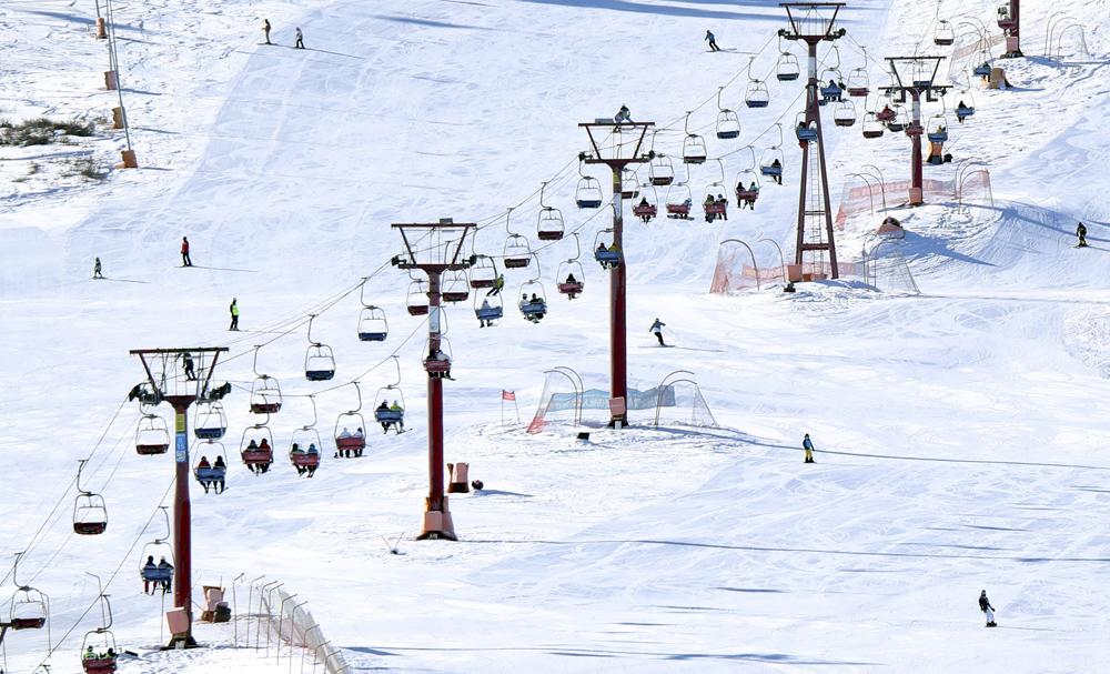 Tourists at a ski resort in Urumqi, Xinjiang Uyghur Autonomous Region, Feb. 13, 2021. Zhang Xiuke/People Visual
