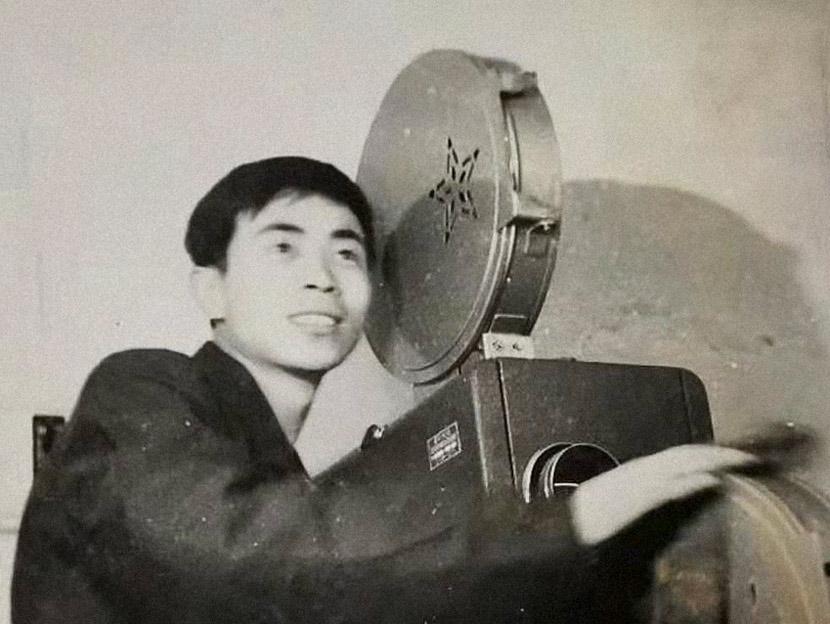 Tian Niansheng with his film projector in Pakistan, 1970s. Courtesy of Tian Niansheng