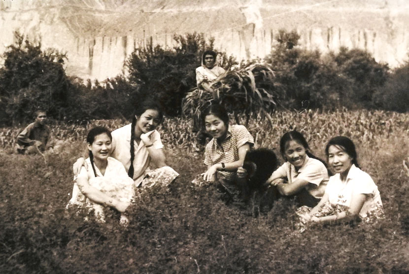 Zhang Jingdu (far right) poses for a photo with her comrades and locals in Pakistan, 1970s. Courtesy of Zhang Jingdu