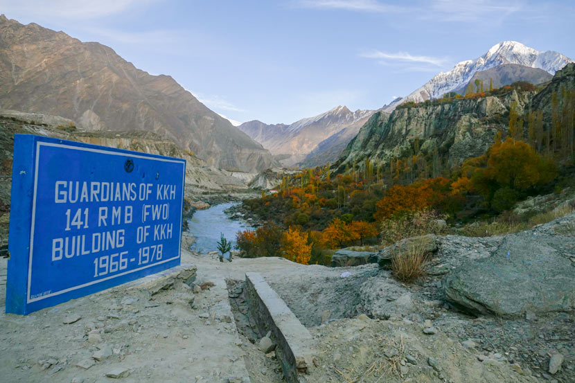 A marker on the Karakoram Highway in Pakistan, 2018. Courtesy of Zhang Jingdu