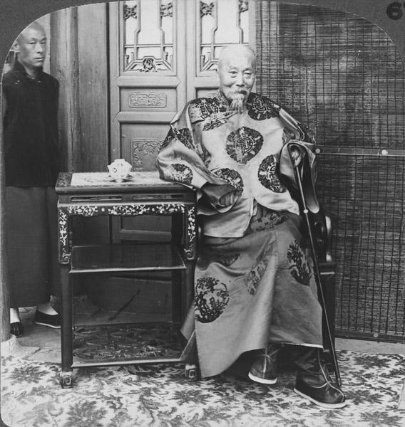 Li Hongzhang poses for a photo before returning to Beijing, 1900. James Ricalton/People Visual