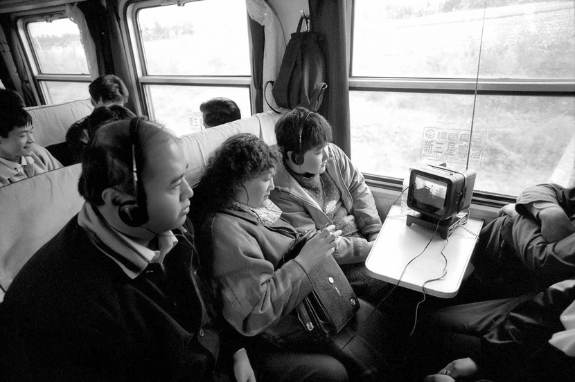 Passengers on a train from Harbin to Mudanjiang in northern China, 1999.  Courtesy of Chinese Photography