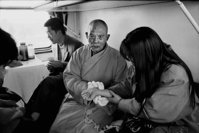 Passengers on a train from Qiqihar to Beijing in northern China, 1998. Courtesy of Chinese Photography