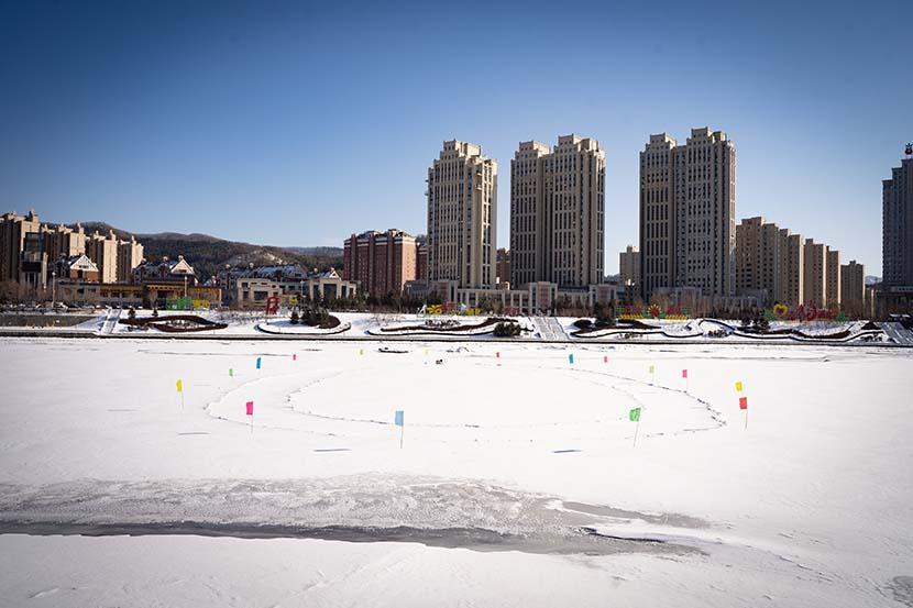 An empty skating rink on the Hun River running along Tonghua, Jilin province, Feb. 5, 2021. Pan Yi for Sixth Tone