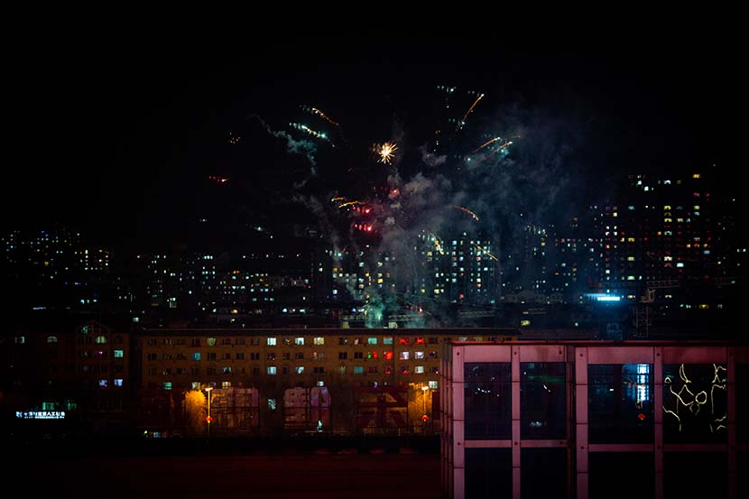 Apartment buildings at night during the quarantine period in Tonghua, Jilin province, Feb. 21, 2021. Pan Yi for Sixth Tone