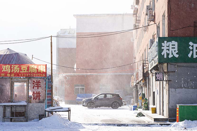 A cold day with the temperature at minus 30 degrees Celsius during the quarantine period in Tonghua, Jilin province, Jan. 29, 2021. Pan Yi for Sixth Tone