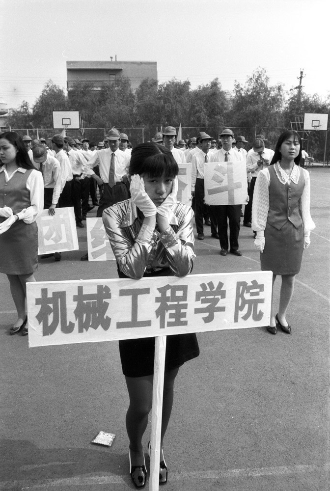 1995: A student holding up a sign for the College of Mechanical Engineering at the university games.