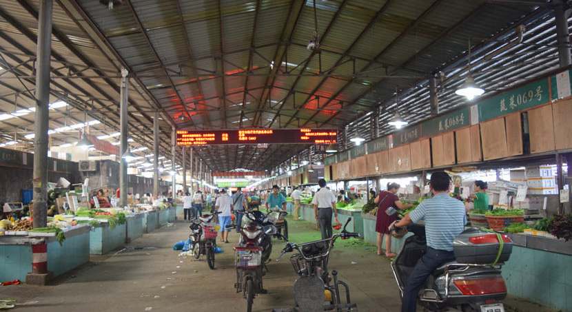 A view of the wholesale agricultural market where the first Vibrant Communities center was located, Shanghai, 2015. Courtesy of Xiong Chunyan