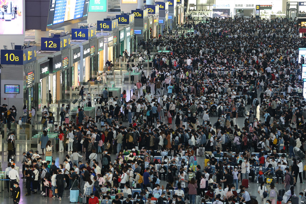 Passengers line up to board their trains at Hongqiao Railway Station in Shanghai, April 30, 2021. People Visual