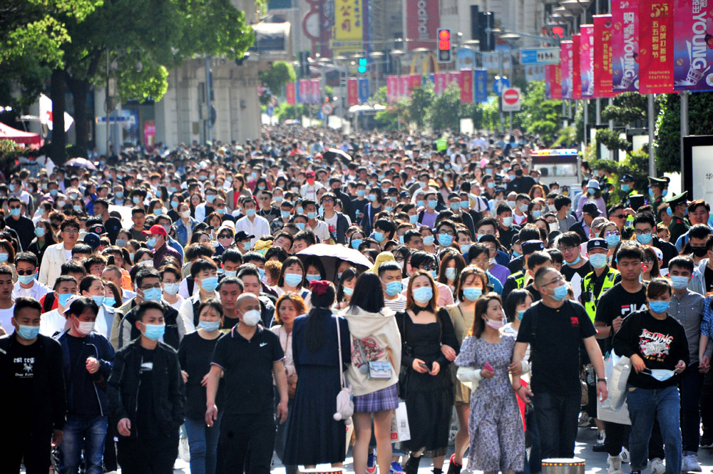 Tourists shuffle along East Nanjing Road toward the Bund, in Shanghai, May 2, 2021. Yang Jianzheng/People Visual