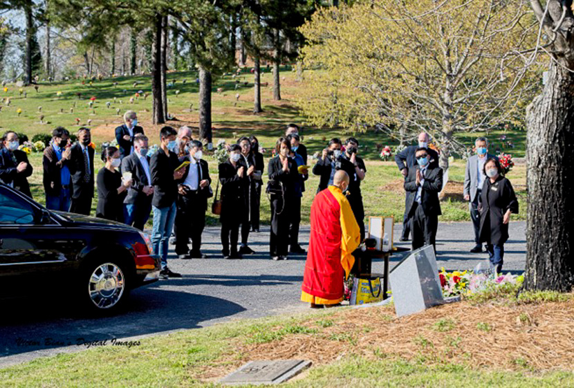 People mourn Feng Daoyou in Atlanta, April 2021. Courtesy of Kevin Ying