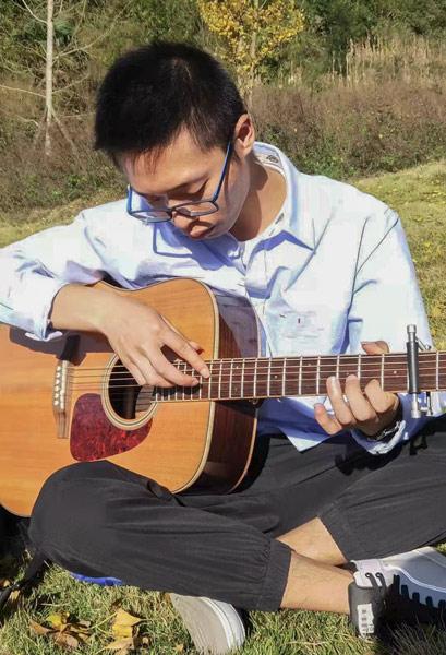 Chen Sihan plays the guitar. Courtesy of Han Qian