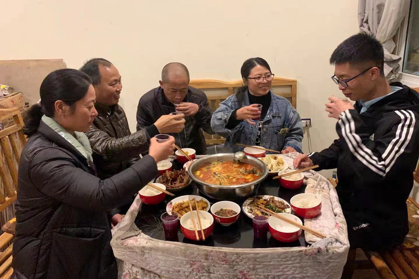 Chen Sihan and his family members share a meal. Courtesy of Han Qian