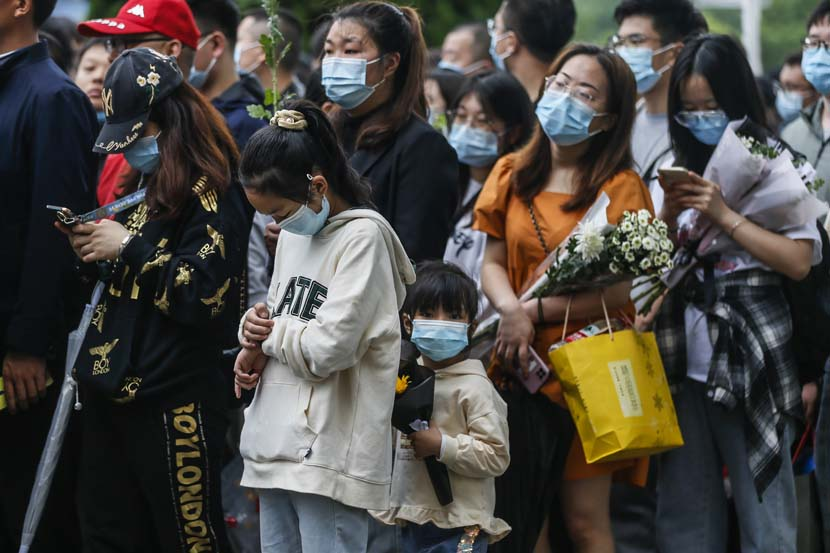 People gather to celebrate and remember Yuan Longping at the Mingyangshan Funeral Home in Changsha, Hunan province, May 23, 2021. People Visual