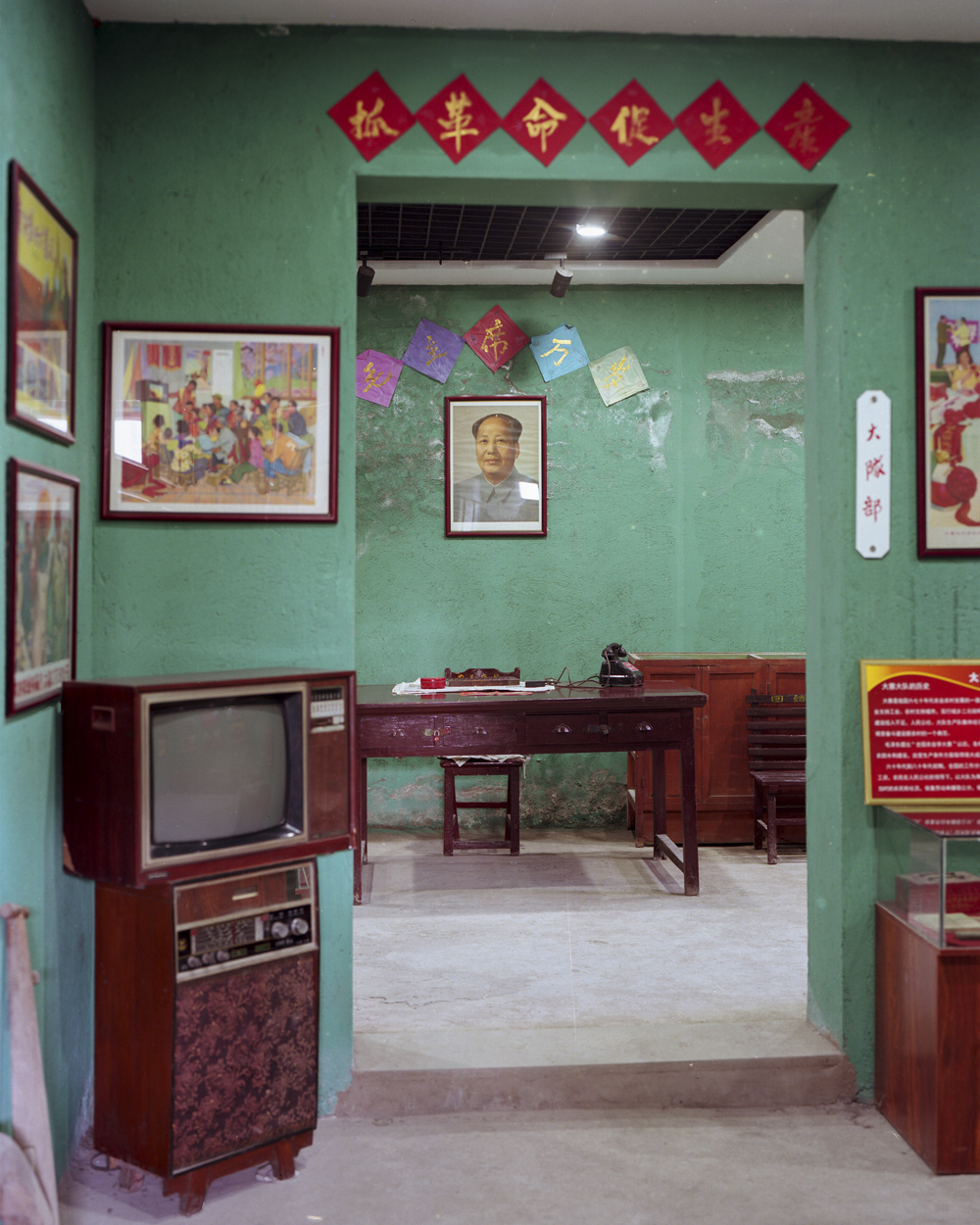 An exhibition of objects from the Mao era at the Chinese Dream Red-Themed Museum, in Dazhai Village, Shanxi province, April 18, 2021. Shi Yangkun/Sixth Tone
