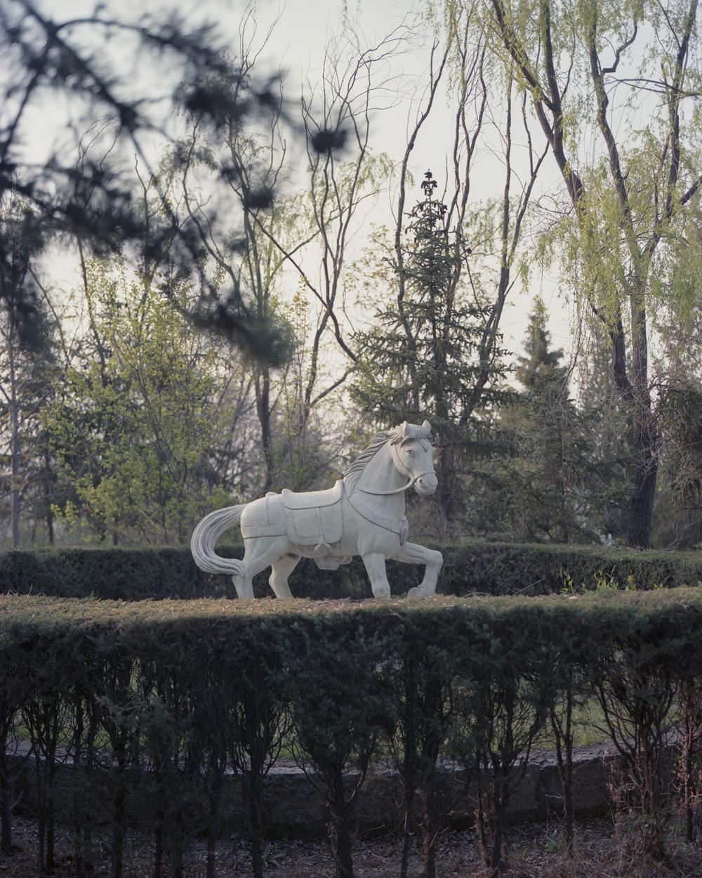 A statue of a white horse, in Dazhai Village, Shanxi province, April 19, 2021. Shi Yangkun/Sixth Tone