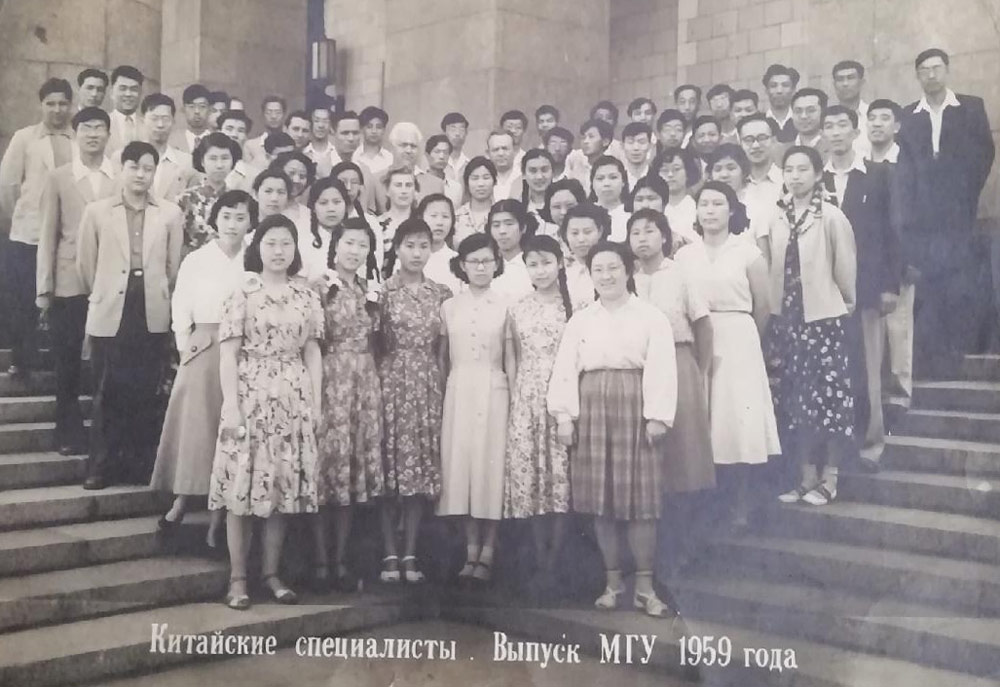 A group of Chinese experts poses for a photo after a training course at a school in the Soviet Union, 1959. From Kongfz.com