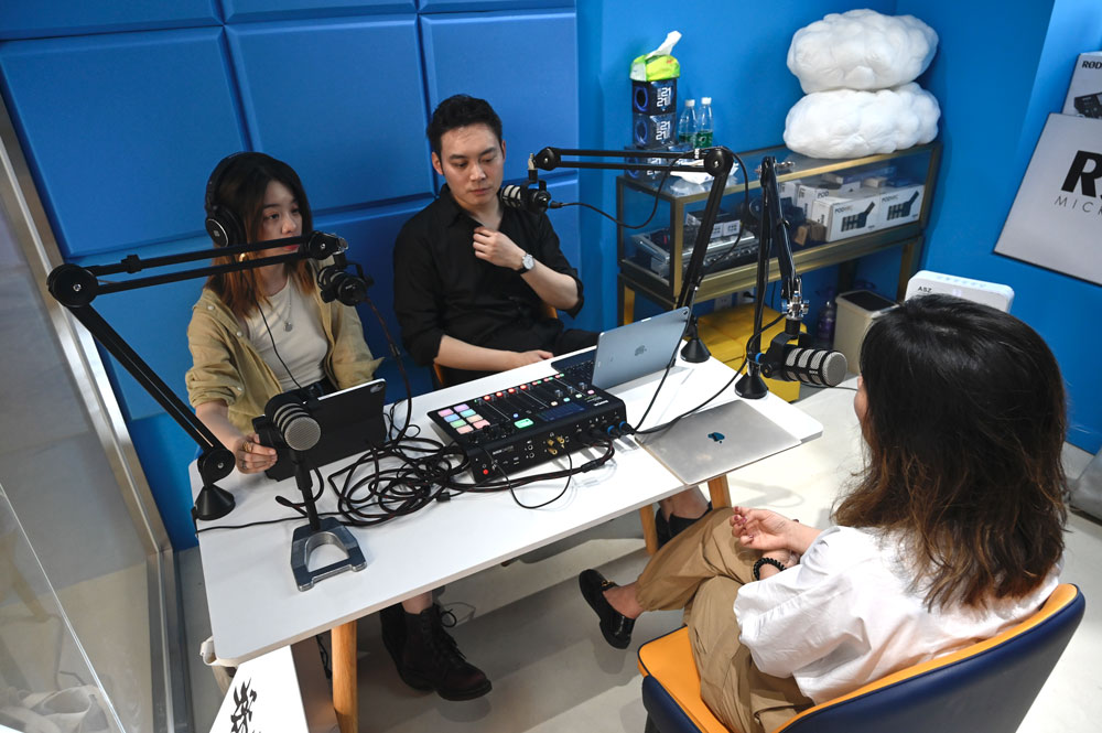 """Xie Ruohan (left) records an episode of the """"Weirdo"""" podcast, 2021. Courtesy of Xie"""