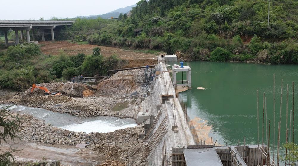 A dam under repair in Xiushui County, Jiangxi province, April 2021. Diao Fanchao for Sixth Tone