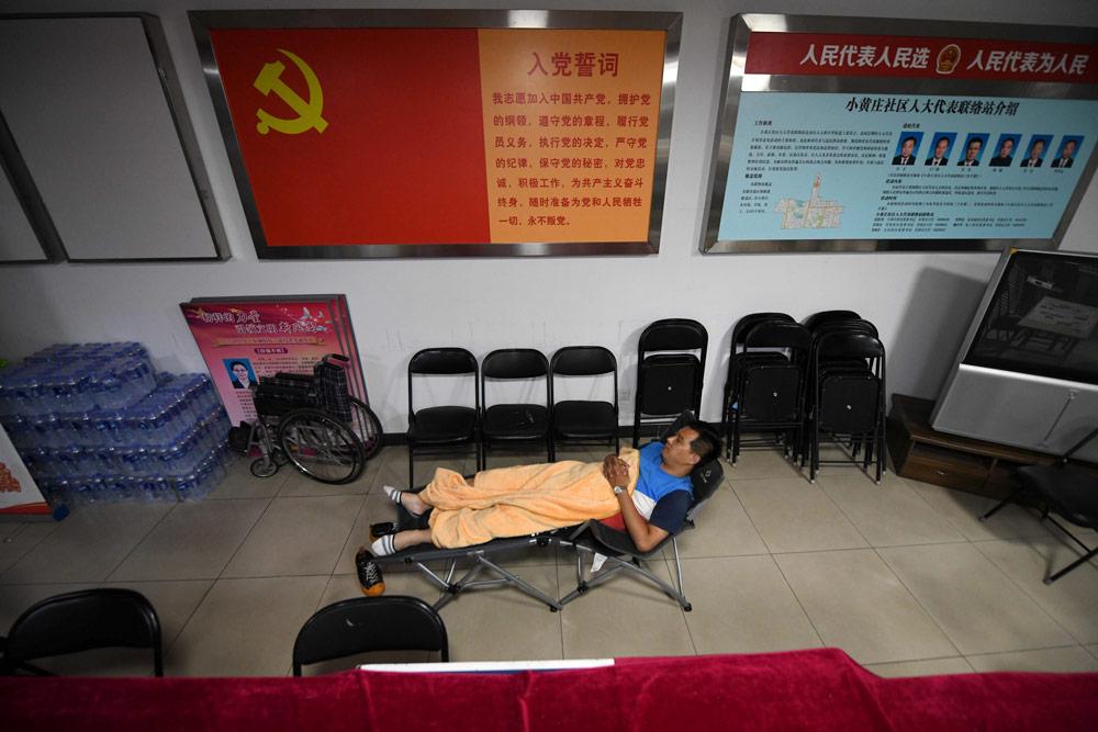 A community worker takes a break in an office in Beijing, June 2020. He Guanxin/People Visual