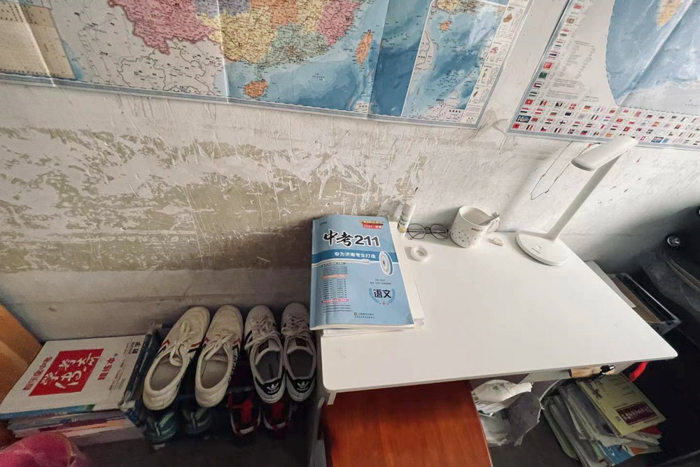 The shoes, school books, and maps of Shen Junliang's children, in Jinan, Shandong province, March 2021. Courtesy of Zhang Yali