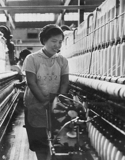 Yi Shijuan works at her textile factory, published in 1972. From Kongfz.com