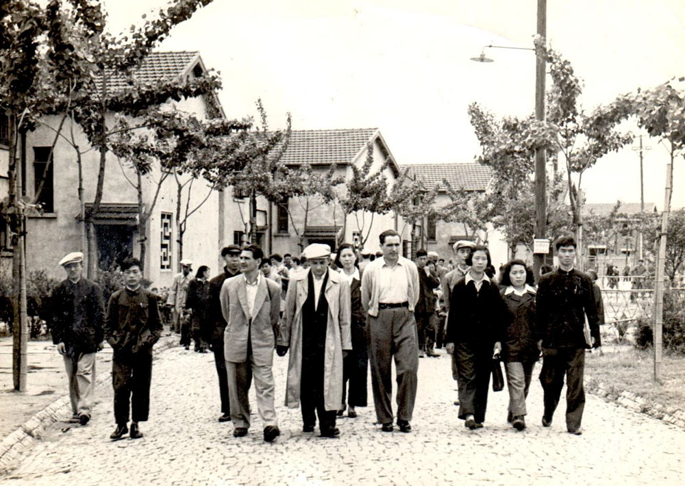 Foreign visitors are given a tour of Caoyang New Village in the '50s. Courtesy of Caoyang Subdistrict