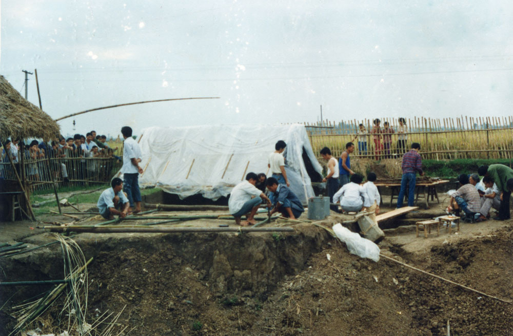 The excavation site at Sanxingdui in 1986. As the researchers' resources were limited, the site was exposed to the open air, which made it difficult to protect the relics. Courtesy of Sanxingdui Museum, via Xinhua