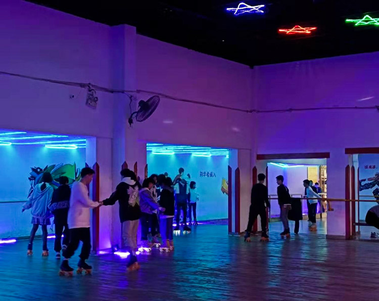 Young people go roller skating at Quanjian Roller Rink in Nanchang, Jiangxi province. Courtesy of Youxun Road Sparkles
