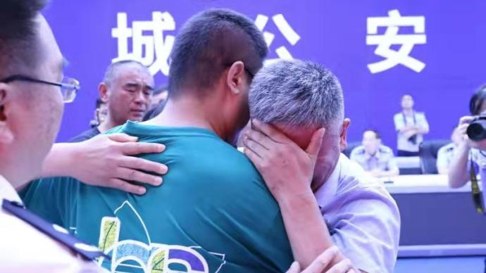 Guo Gangtang embraces his son during the ceremony in their hometown Liaocheng, Shandong province, July 2021. From Liaocheng Police