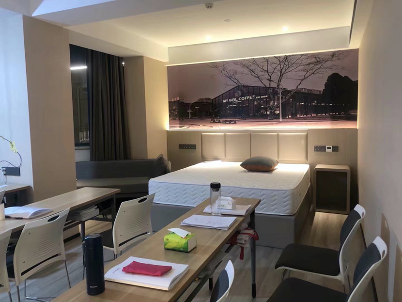 A view of a hotel room-turned-classroom. Courtesy of Liu Xiaoyun
