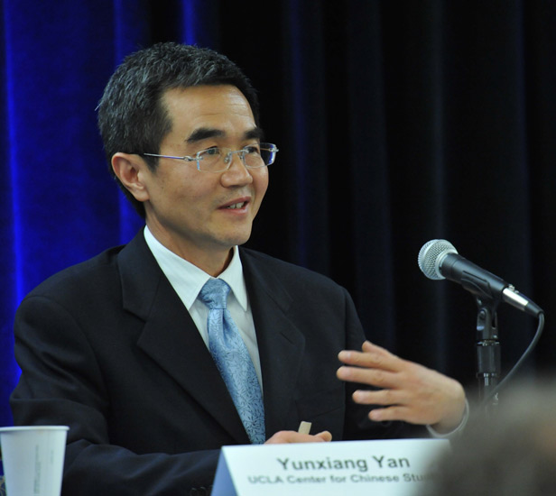 Yan Yunxiang gives a lecture, 2012. Courtesy of Todd Cheney