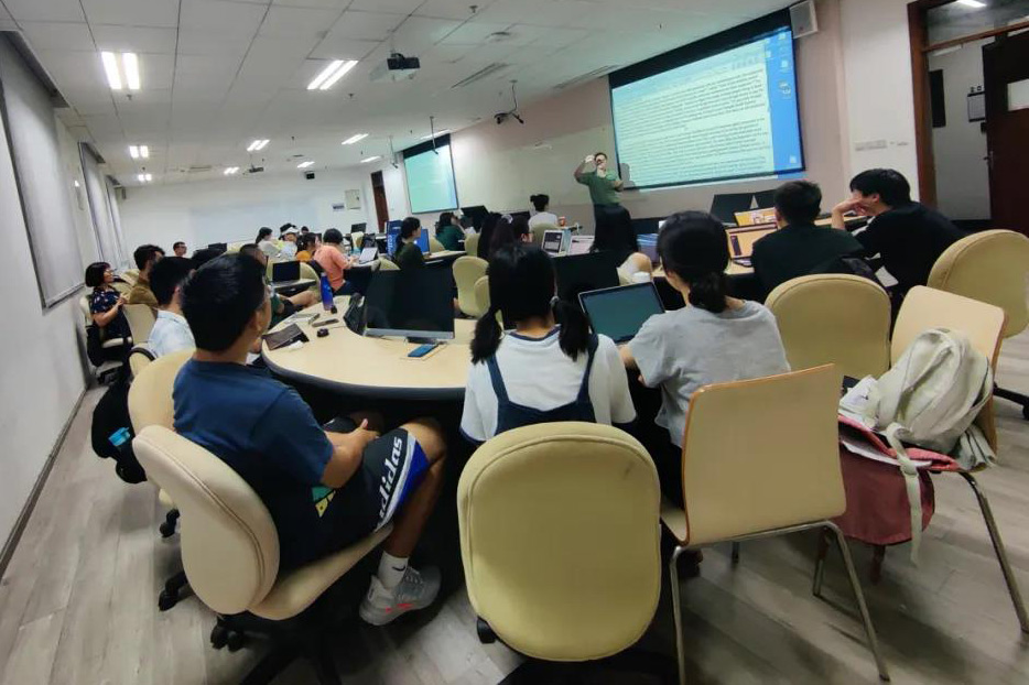 Peter Hessler teaches his last class at Sichuan University, July 1, 2021. Courtesy of He Yujia