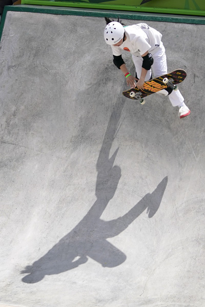 Zhang Xin competes in the Olympic qualifying skateboard event, in Des Moines, Iowa, U.S., May 21, 2021. Charlie Neibergall via IC