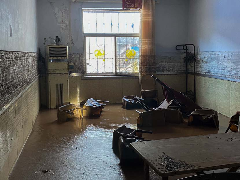 An interior view of a room after record rainfall in Mihe Town, Henan province, July 24, 2021. Xiao Yang for Sixth Tone