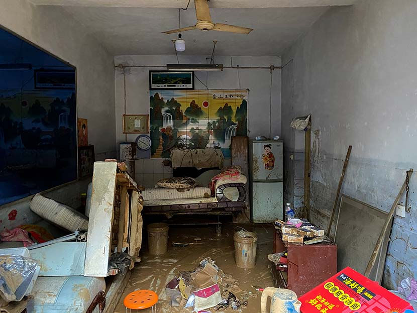 An interior view of a flooded house in Mihe Town, July 24, 2021. Xiao Yang for Sixth Tone