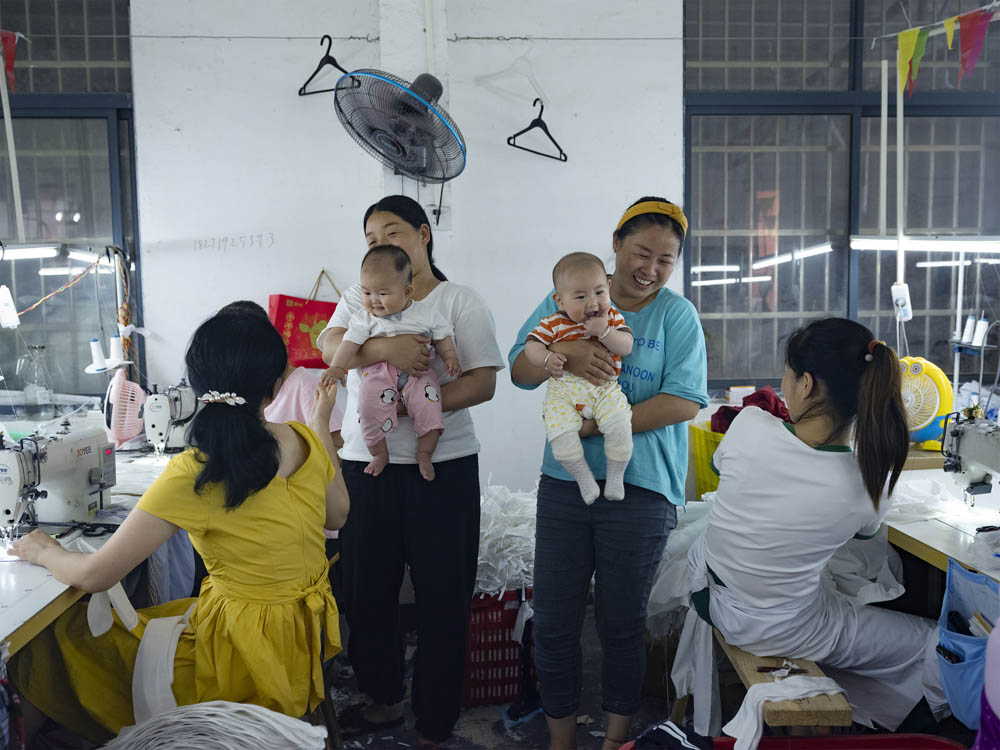 Former Plus Ten employees visit the factory with their newborn children, June 2021. Courtesy of Lü Meng