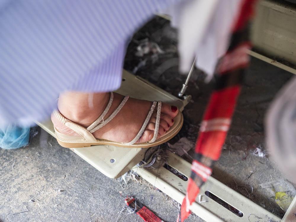 A worker's varnished toenails, June 2021. Courtesy of Lü Meng